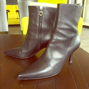 Salvatore Ferragamo Boots - Black Ferragamo Leather Booties