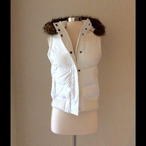 GAP ☃ White Puffy Vest
