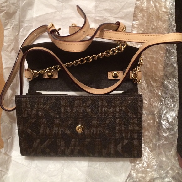 d5f8da8a149b Michael Kors Bags | Brown Mk Sig Phone Crossbody Wallet | Poshmark