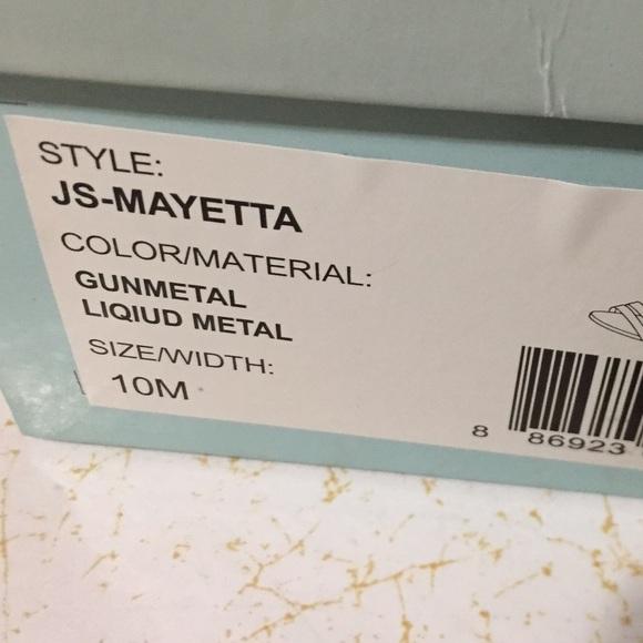 mayetta black singles Women's cindy pointy toe velvet single sole classic pump  women's mayetta from $ 59 99 prime 42 out of 5 stars 8  black grey white brown beige red .