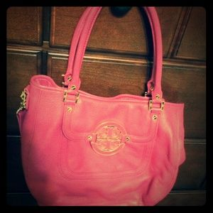 ❗️LAST CALL❗️Think pink with this Tory Burch bag!!