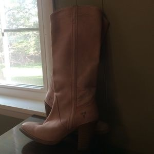 Limited edition frye boots in pink mustang