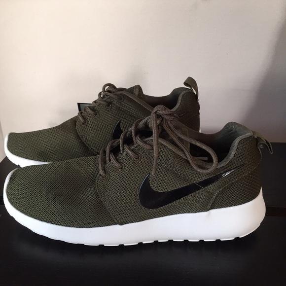 1c00e5648905 Nike Roshe Army Green