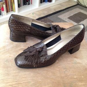 Vintage Brown Tasseled Heeled Loafers