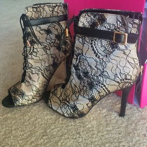 Brand new Shishi booties from shoedazzle