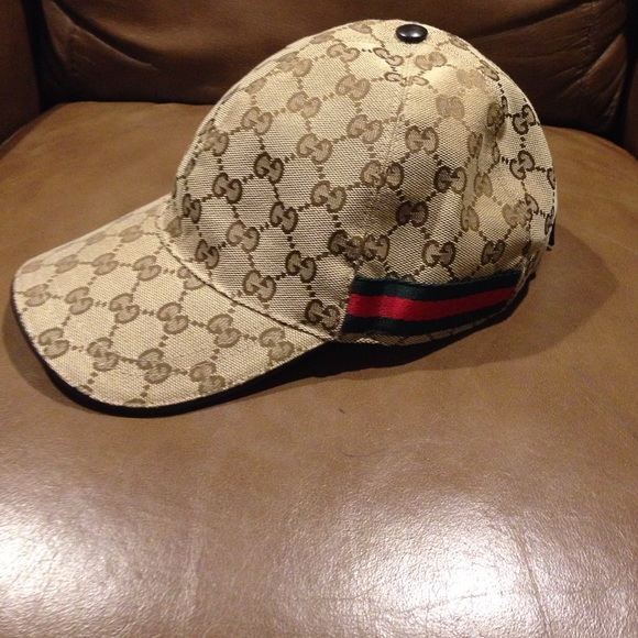f1c992f103bbc Gucci Accessories - Authentic! Gucci Men women baseball cap!