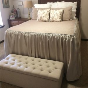 Quilt with attached bed skirt