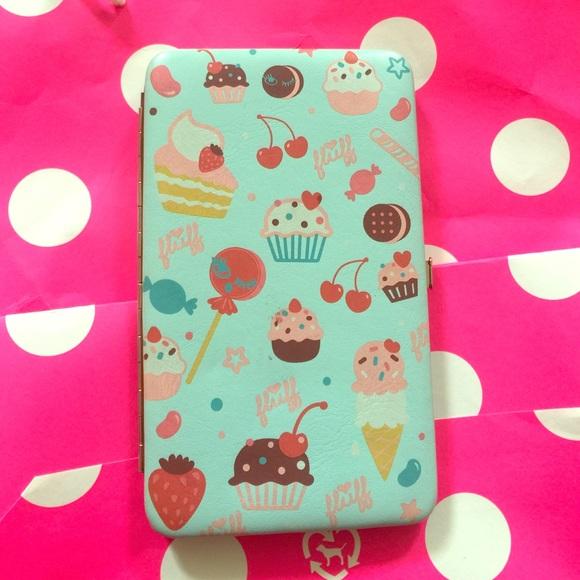 bedbea74c440 Fluff cupcake wallet