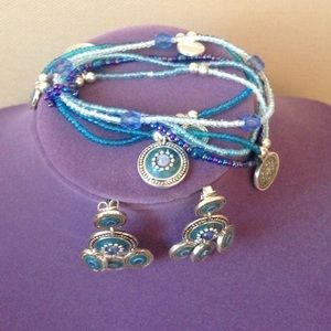 Very nice and elegant earring and bracelet