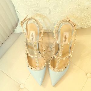 Valentino Shoes - ⭐️NEW⭐️ Auth Valentino Rockstud T strap light blue