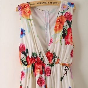 White floral romper never worn! Size small