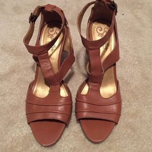 Seychelles T-Strap Tan Sandals