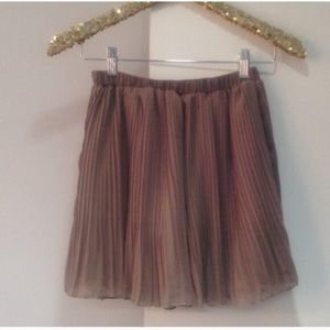 🎉 HP🎉 Gypsy Junkies Pep Rally Skirt Taupe