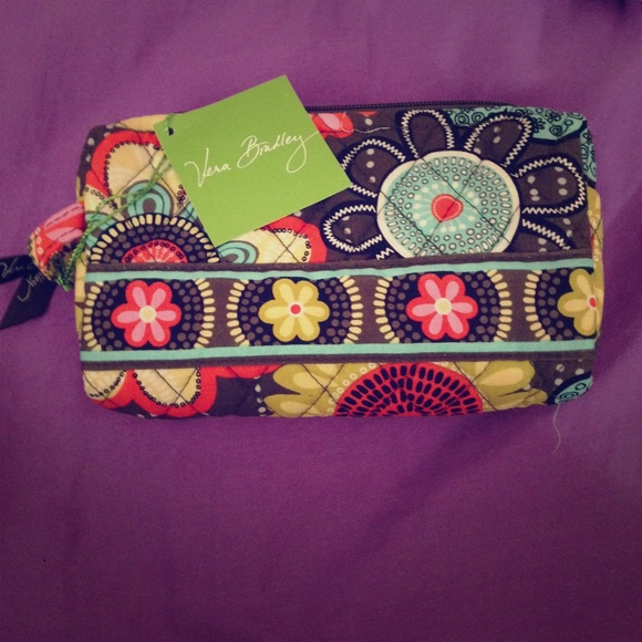 Vera Bradley Handbags - NWT Vera Bradley make up bag Style: Flower Shower