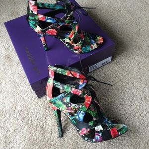 Brand new Madden Girl Ditaaa Floral sandals