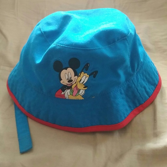 Disney baby hat with Mickey and pluto d1623c788d5
