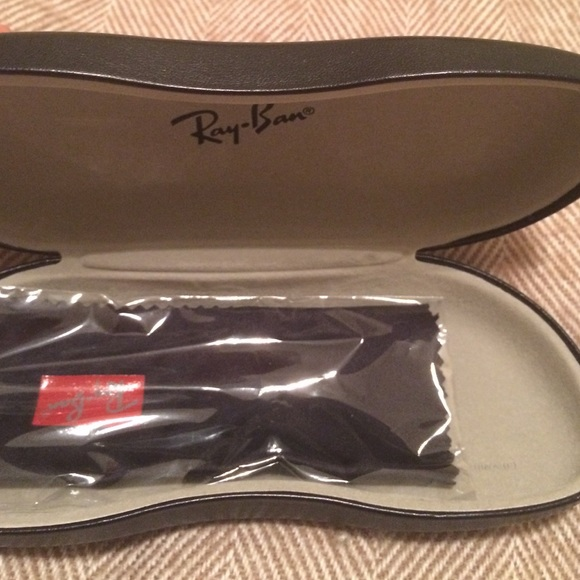 ray ban glass cleaner  ray ban accessories ray ban glasses case. cleaning cloth included
