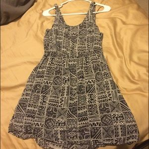 Forever 21 Dresses & Skirts - Cut out back, cute dress