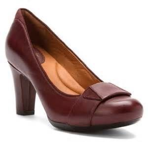 Women's Burgundy Leather Clarks Shoes (size 9.5)