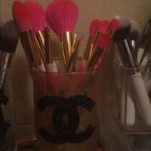 Brush holder