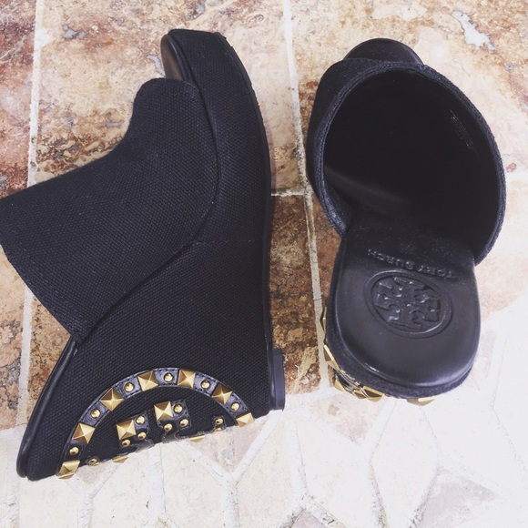 7cc8fc8d196 Tory Burch Meredith wedge! Size 5! Never worn! M 558bf7c88ae9401efc00454f