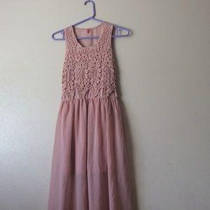 Dresses & Skirts - Nude pink maxi dress w/knit detail