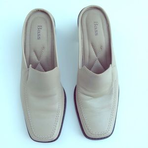 Bass like new leather mules slides nude shoes 7