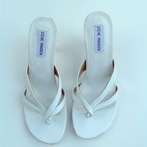 STEVE MADDEN white thong sandals leather 7.5