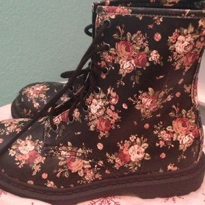 Shoes - NWOT combat floral boots size 9