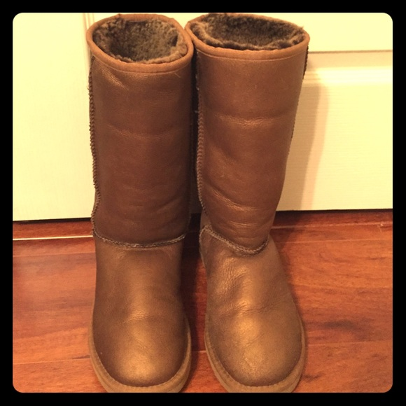 Ugg boots (shiny gold)