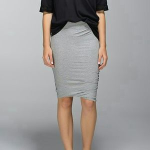 {lululemon} anytime skirt in heathered grey NWOT
