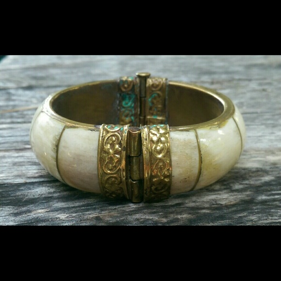 Vintage Jewelry Fantastic Ivory Brass Bangle Bracelet