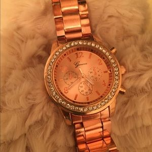 NWOT Beautiful Rose Gold Rhinestone Watch