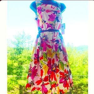 Dresses & Skirts - Beautiful and Fun Floral Dress
