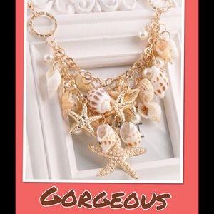 Jewelry - 🎀 SALE - Beautiful - Statement Necklace🐬