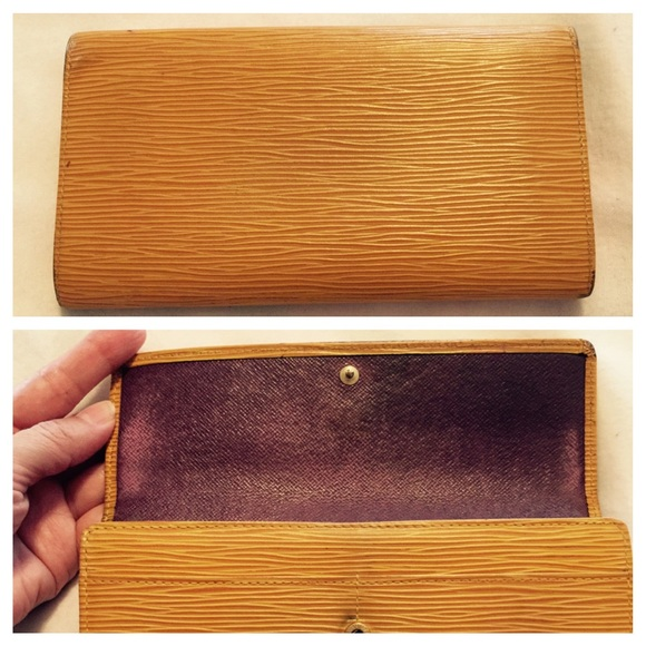 Louis Vuitton Bags - Auth Louis Vuitton Epi Wallet