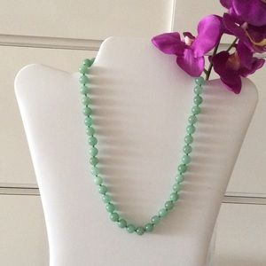 Jewelry - Beautiful barely worn jade bead necklace💚
