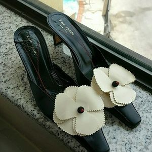 Kate Spade Flower Bow Closed Toe Sandals in Black