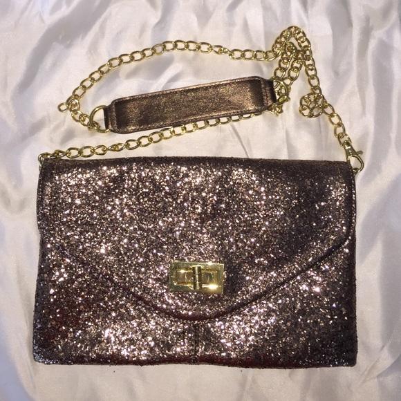 9cbb3162404 ALDO Handbags - ALDO Gold Bronze glitter clutch
