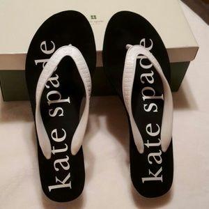 Kate spade thongs like new sz7  black and white
