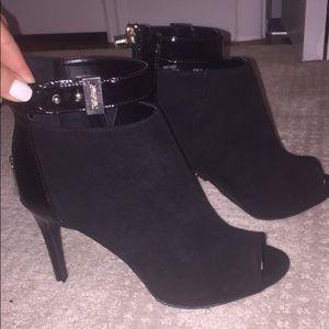 ⬇️⬇️JLo black suede peep toes booties