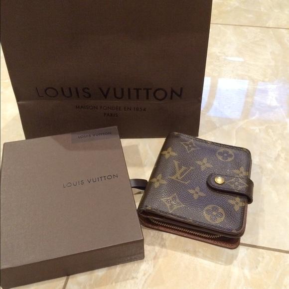 0c8a9497e6dd Louis Vuitton Clutches   Wallets - SALE 🎉Authentic Louis Vuitton Monogram  Wallet