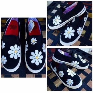 Other - 💐 Daisy Hand Painted Shoes