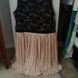 Black and champagne dress. Sz. L
