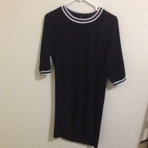Black semi long sleeve dress with white lining