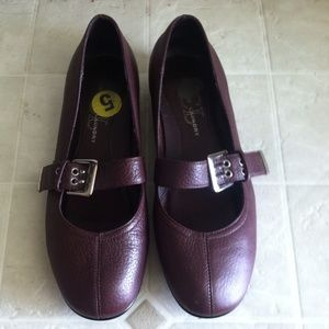 Brown Chinese Laundry flat shoes!