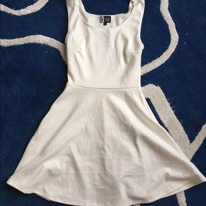 Dresses & Skirts - White soft cinched waist dress