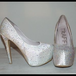 Traffic Shoes - Cream studded heel