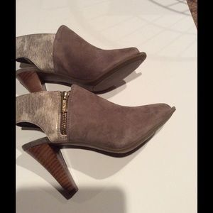 Kenneth Cole Reaction Shoes - Heeled sandals  NIB HP 9/17. 💛💛🎈🎈💜💜