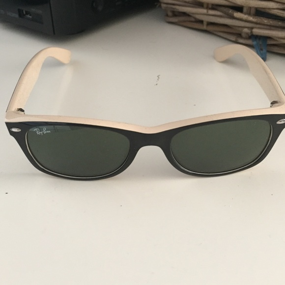 823b7c7f06 Ray Cream Heritage Malta Ban Wayfarers « And Black x7rP7wv8